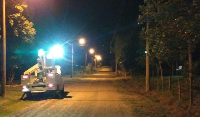 Foto de capa da notícia: Poder Público investe na troca da iluminação na zona rural