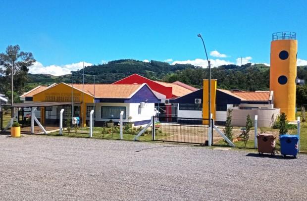 Foto de capa da notícia: Estrutura da Escola Municipal Maria Rosa Ferreira passa por completa revitalização