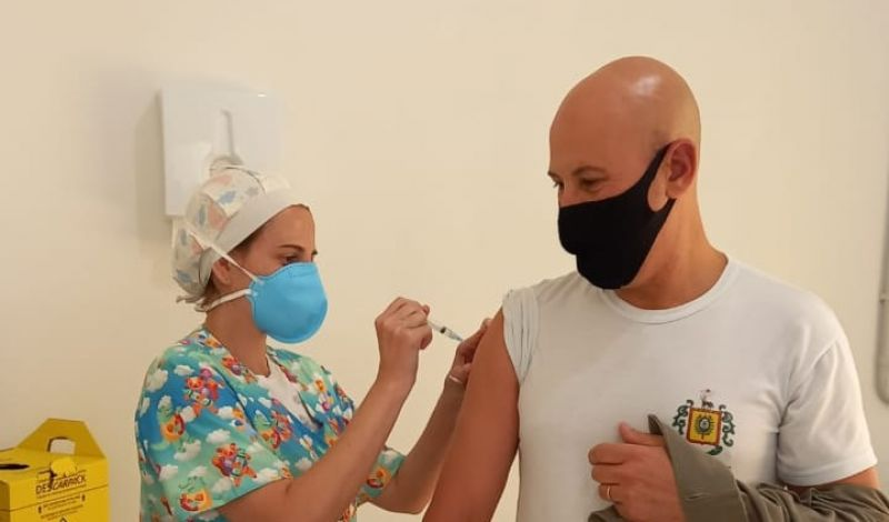 Foto de capa da notícia: Policiais civis, militares e agentes da Susepe foram imunizados em Guaporé