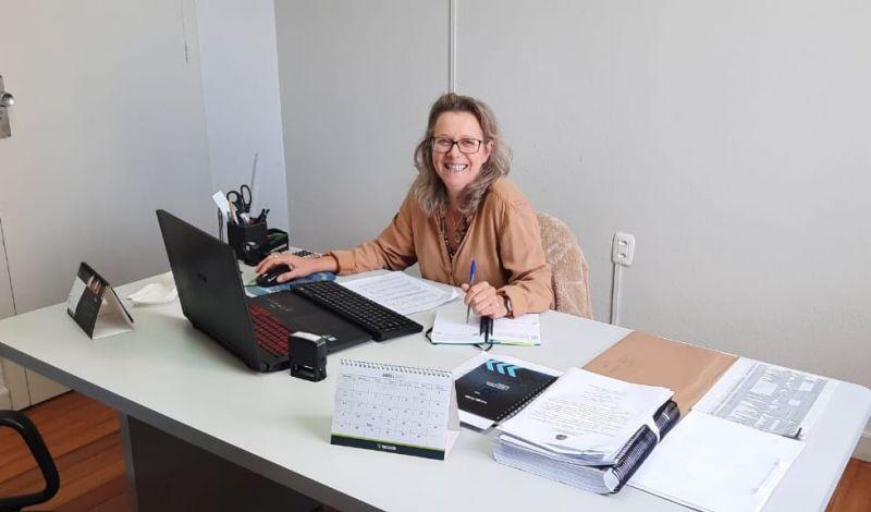 Foto de capa da notícia: Dalila Pandolfo assume a Secretaria Municipal de Administração