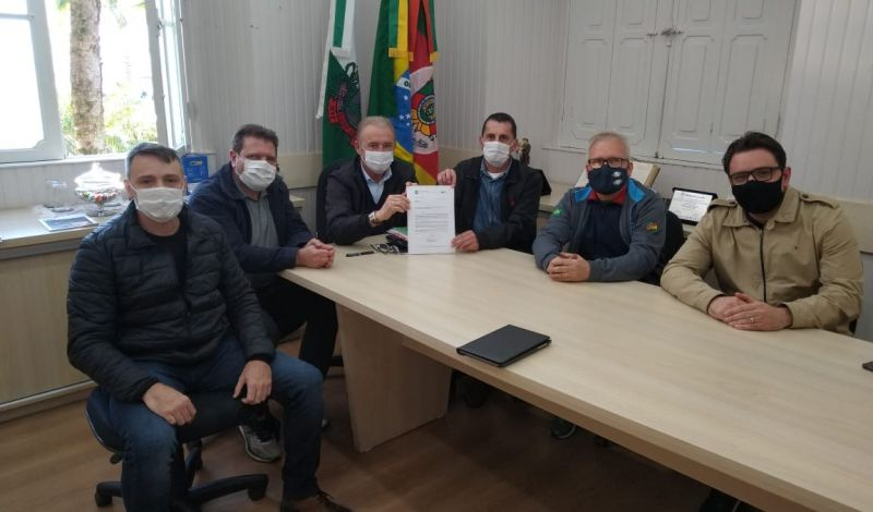 Foto de capa da notícia: Administração Municipal recebe indicação de verba para a saúde da Associação dos Gremistas Guaporenses