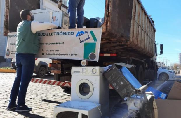Foto de capa da notícia: Comunidade entrega cerca de quatro toneladas de resíduos eletrônicos em Guaporé