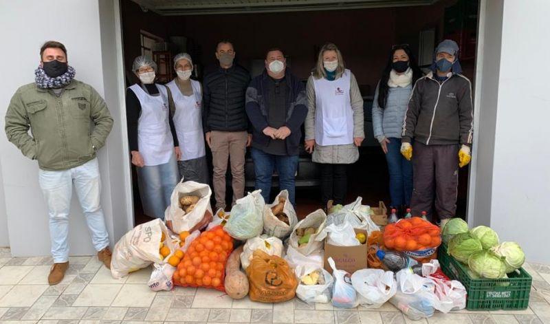 Foto de capa da notícia: Colono Solidário: 3,5 toneladas de alimentos doadas em ação promovida pela Secretaria de Agricultura de Guaporé