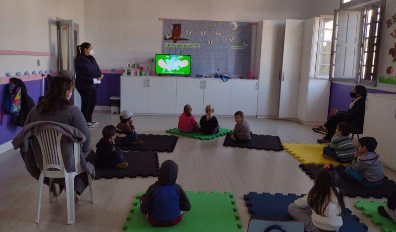 Foto de capa da notícia: Programa Saúde na Escola realiza atividades na Nairo Prestes e Pinguinho de Gente