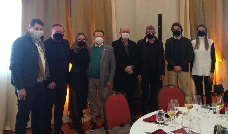 Foto de capa da notícia: Administração Municipal presente na reunião setorial da Zona Franca da Uva e do Vinho