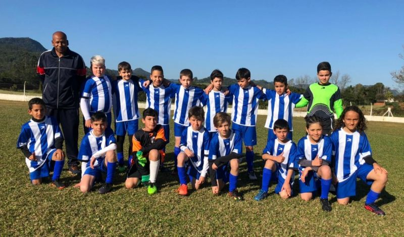 Foto de capa da notícia: Garotada da Escolinha Municipal de Guaporé participou da Copa Vinilady