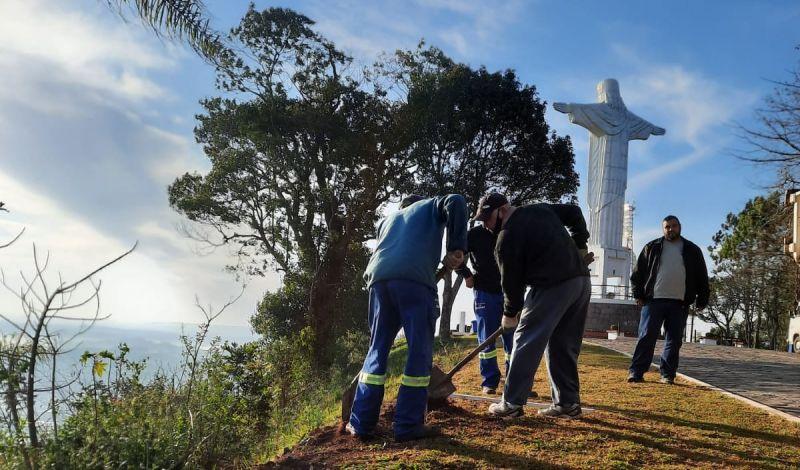 """Foto de capa da notícia: """"Queremos formar um verdadeiro corredor verde no caminho ao monumento do Cristo Redentor"""", destaca Toldi"""