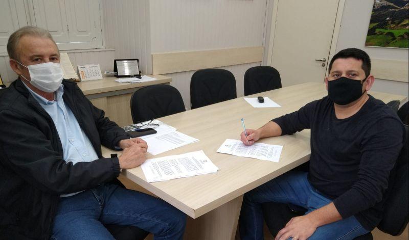 Foto de capa da notícia: Administração Municipal e AGE firmam contrato de patrocínio para a temporada 2021