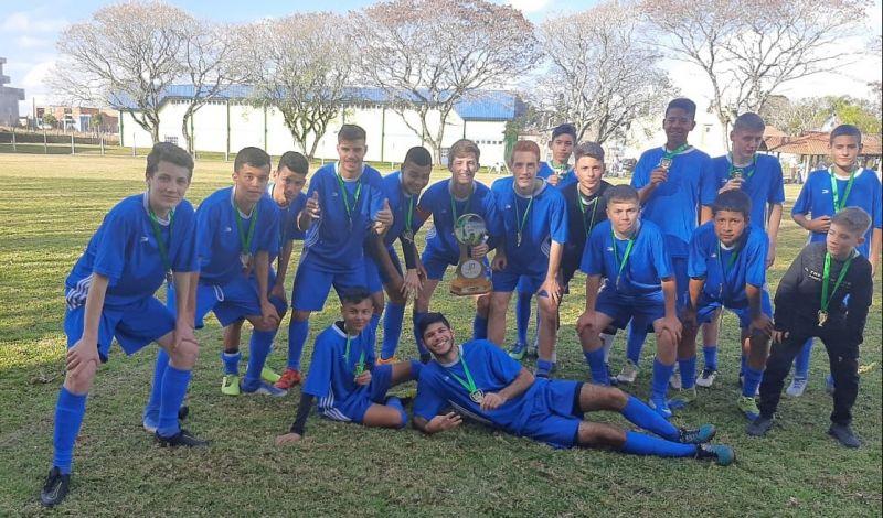 Foto de capa da notícia: É Campeão!  Escolinha Municipal de Futebol conquista o título da 1ª Copa IP Esportes