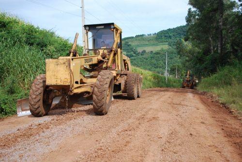 Foto de capa da notícia: Trabalhos de manutenção e melhorias das estradas do interior do Município