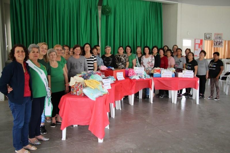 Foto de capa da notícia: Clubes de Mães repassam enxovais ao Conselho Coordenador de Entidades