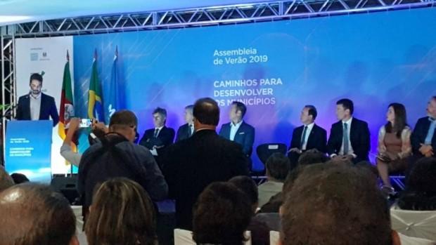 Foto de capa da notícia: Prefeito Fabris participa de evento promovido pela Famurs