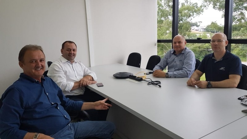Foto de capa da notícia: Fabris e Bastian visitam a empresa Metal Marc