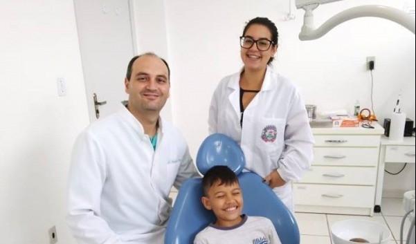 Foto de capa da notícia: Meninos da Horta recebem acompanhamento odontológico