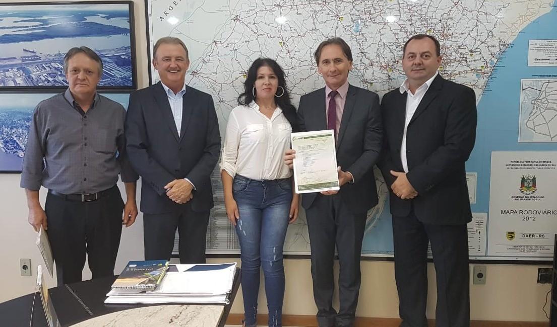 Foto de capa da notícia: Em Porto Alegre: Prefeitos de Guaporé e Anta Gorda entregam pré-projeto da ponte sobre o Rio Guaporé