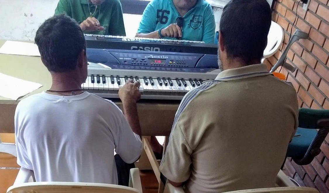 Foto de capa da notícia: Oficina de Música: Doe instrumentos musicais para o Caps Guaporé