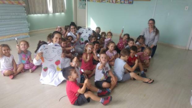 Foto de capa da notícia: Escola Gasparzinho busca tornar a escovação nas crianças um hábito saudável