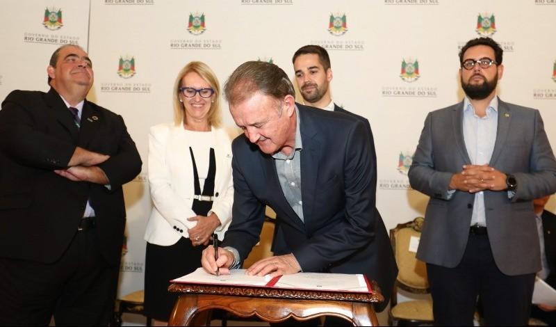 Foto da Notícia Poder Público de Guaporé assina contrato com o Badesul