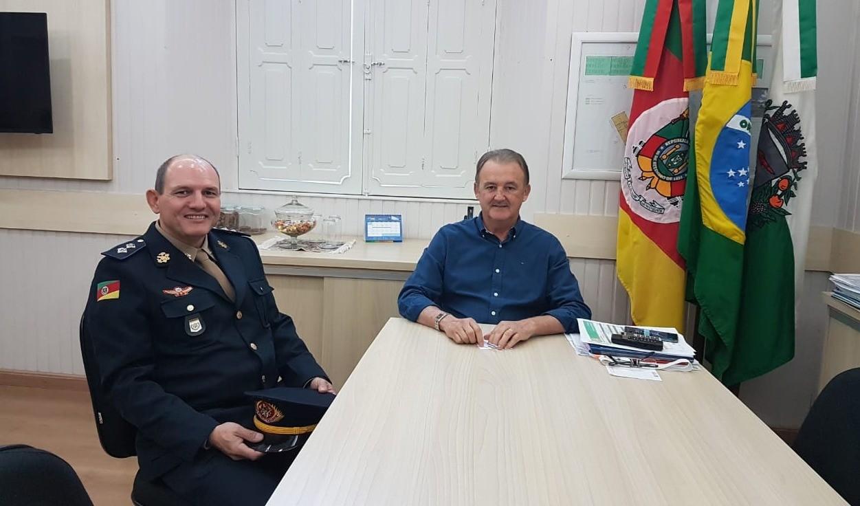 Foto de capa da notícia: Prefeito Fabris recepciona novo comandante do Corpo de Bombeiros Militar de Guaporé