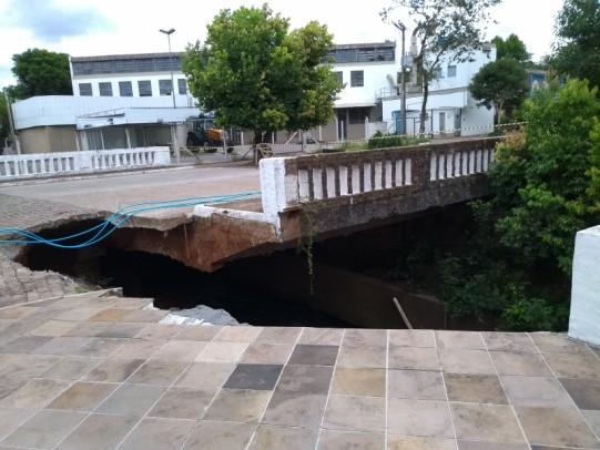 Foto de capa da notícia: Parecer técnico apontava risco iminente de desabamento da ponte do Curtume