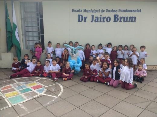 Foto de capa da notícia: Escola Dr. Jairo Brum realiza a tradicional gincana de Páscoa