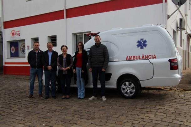 """Foto de capa da notícia: Poder Público entrega ambulância """"Tipo A"""" ao Hospital Manoel Francisco Guerreiro"""