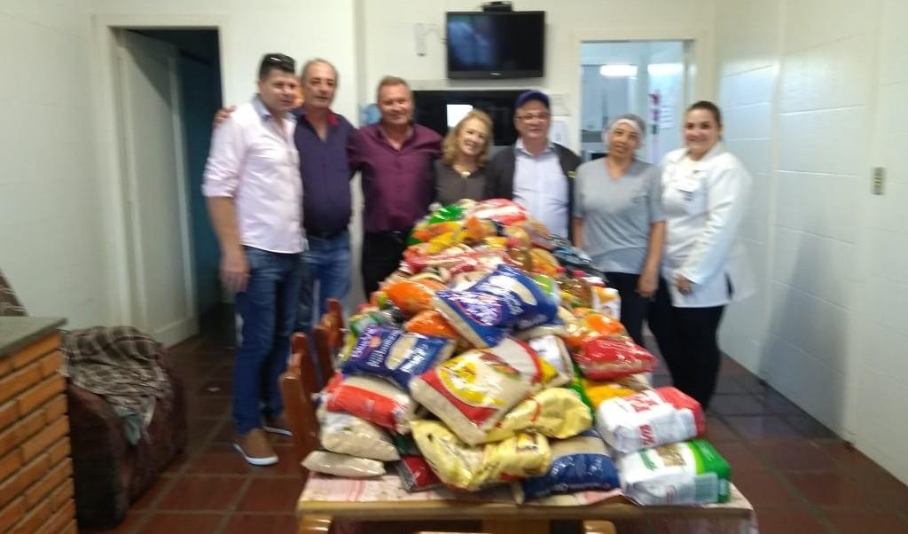 Foto de capa da notícia: Palestra resulta em cerca de 400 quilos de alimentos doados ao Lar dos Idosos