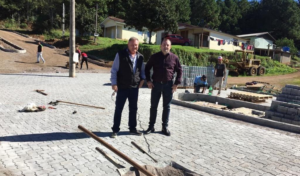 Foto de capa da notícia: Infraestrutura urbana, embelezamento e manutenção das estradas do interior