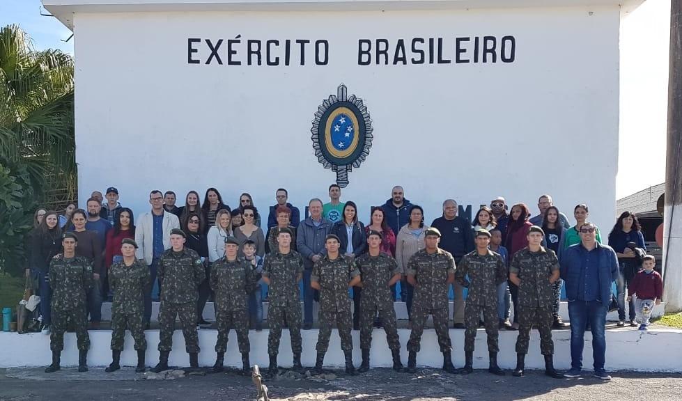 Foto de capa da notícia: 28 guaporenses recebem a boina verde-oliva do 6º Batalhão de Engenharia de Combate