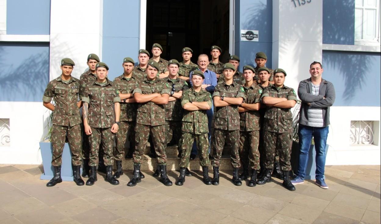 Foto de capa da notícia: Últimos dias: Junta do Serviço Militar alerta jovens nascidos em 2001 para o alistamento militar