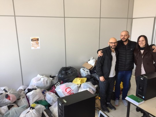 """Foto de capa da notícia: Campanha """"Agasalhos e Alimentos"""" é sucesso nas finais do Municipal de Futsal"""