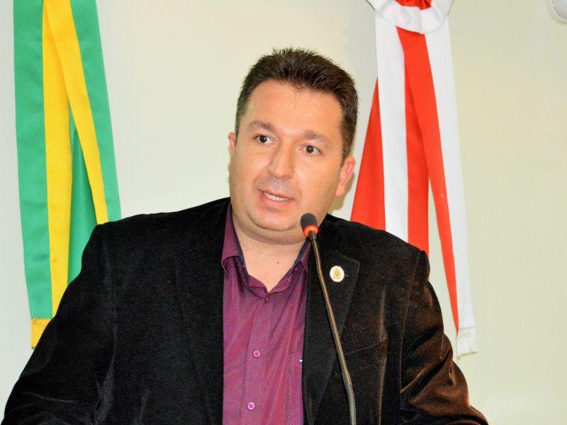 Foto de capa da notícia Vereador fala sobre pavimentação da Estrada Velha e pesquisa sobre a disseminação do Covid-19.