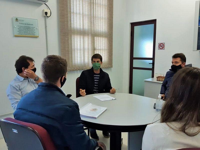 Foto de capa da notícia Comissão avalia situação da rua Marechal Floriano, no bairro União.