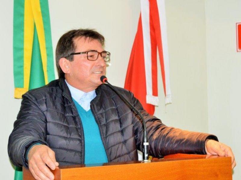 Foto de capa da notícia: Vereador  contesta a realização das eleições.