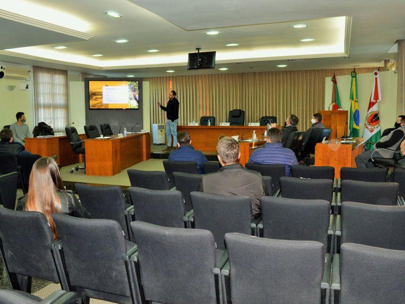 Foto de capa da notícia: Vereadores conhecem projeto do Loteamento Villa Romana.