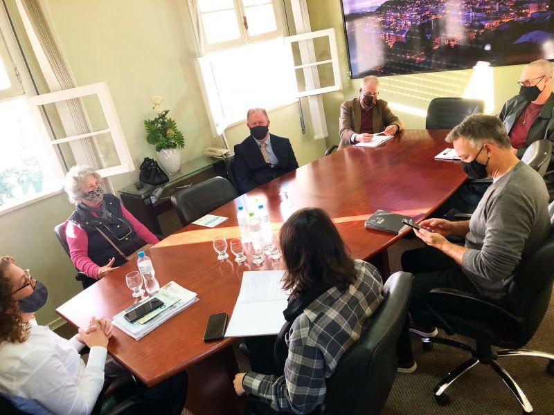 Foto de capa da notícia Comissão do Idoso se reúne com representante do Conselho municipal do Idoso