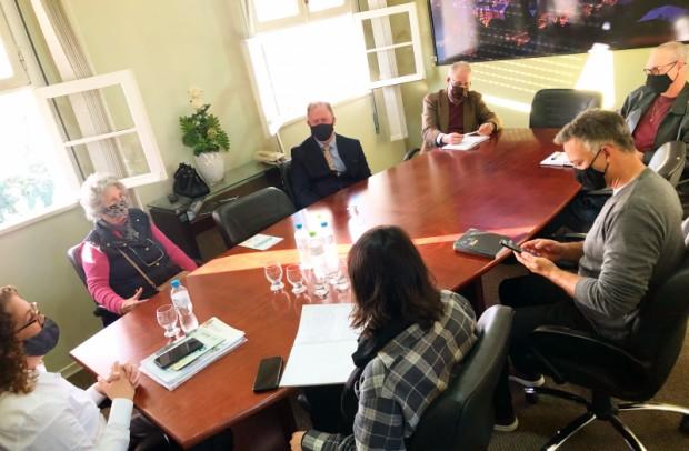 Foto de capa da notícia: Comissão do Idoso se reúne com representante do Conselho municipal do Idoso