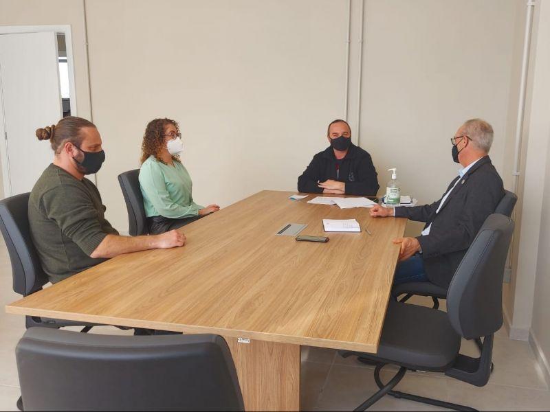 Foto de capa da notícia Comissão de Educação conversa com secretário da Educação