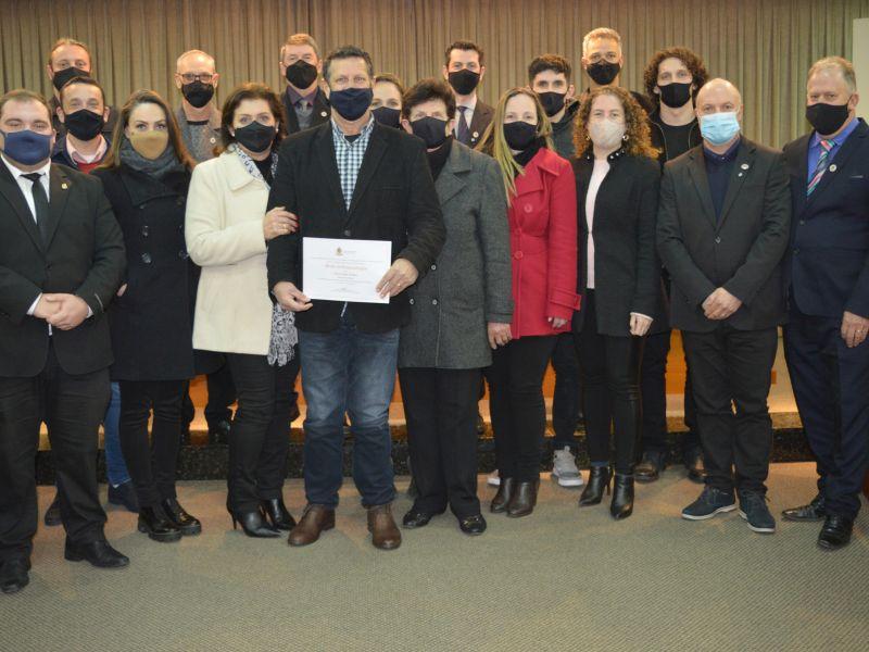 Foto de capa da notícia Câmara entrega Moção de Congratulações à Difratelli
