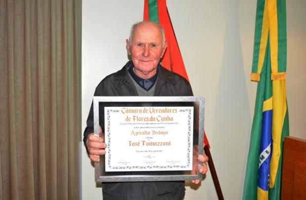 Foto de capa da notícia: Câmara de Vereadores congratula José Tomazzoni como Agricultor Destaque