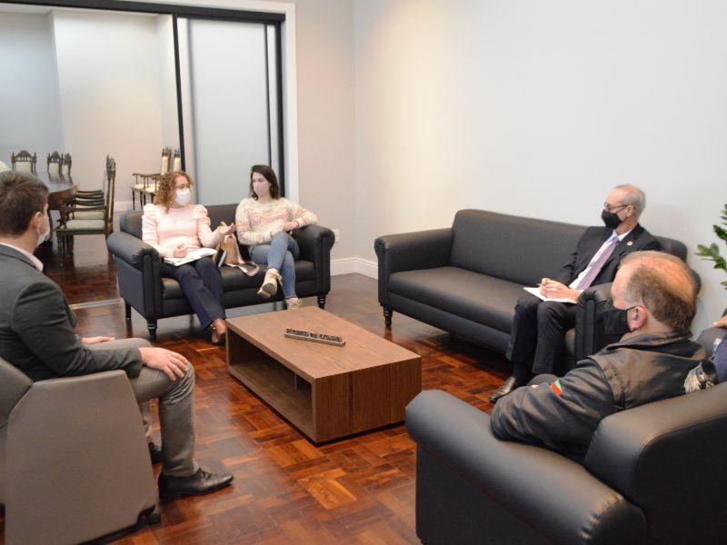 Foto de capa da notícia Comissão do Idoso reúne-se com o prefeito