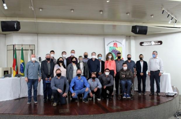 Foto de capa da notícia: Vereadores participam de reunião do Parlamento Regional da Serra Gaúcha