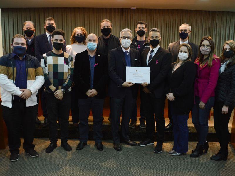 Foto de capa da notícia Câmara entrega Moção de Congratulações ao jornal O Florense