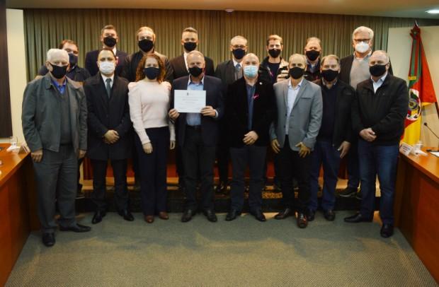 Foto de capa da notícia: AGAVI recebe Moção de Congratulações