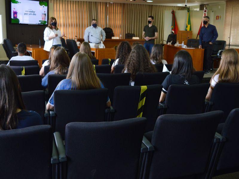 Foto de capa da notícia 14 estudantes participam do programa Vereador Por Um Dia
