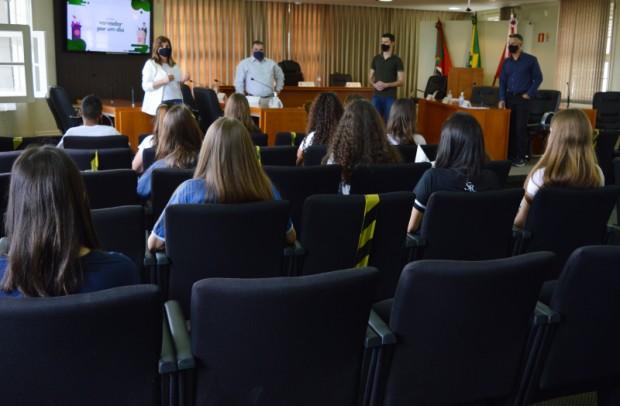 Foto de capa da notícia: 14 estudantes participam do programa Vereador Por Um Dia