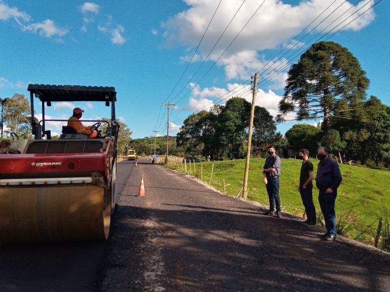 Foto de capa da notícia: Comissão fiscaliza obras na Estrada Velha