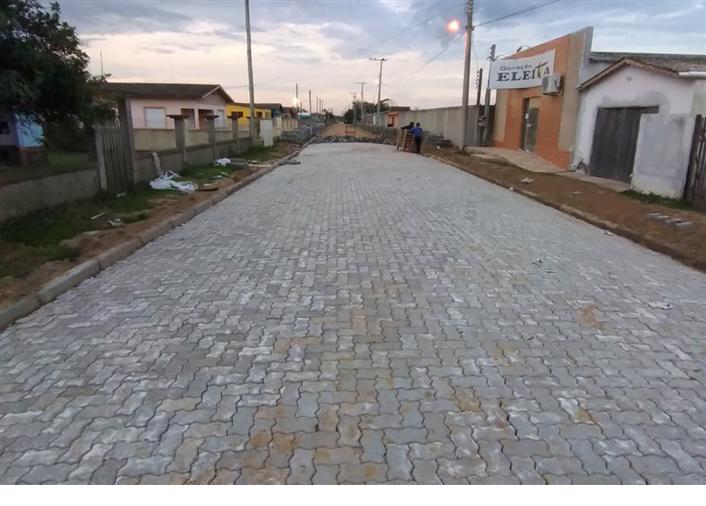 Foto de capa da notícia Rua 3, na Quinta Secção da Barra, recebe obra de pavimentação