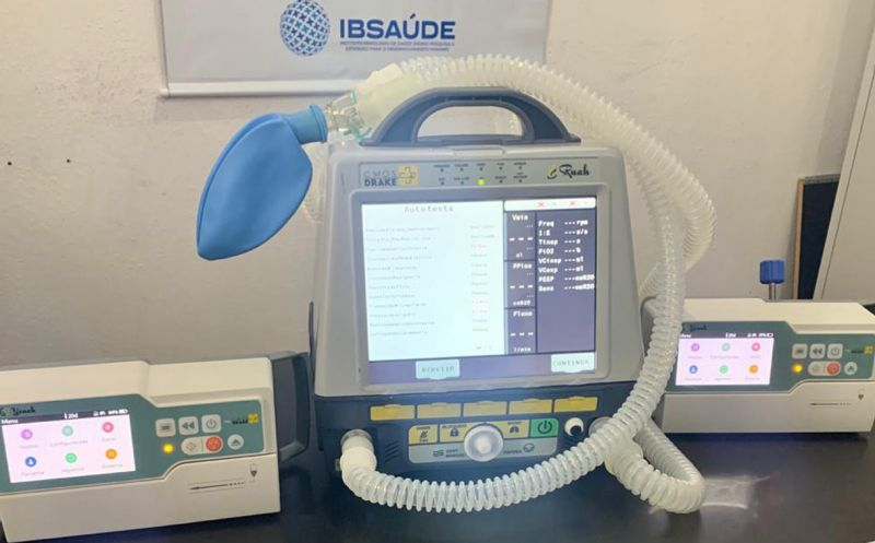 Foto de capa da notícia Hospital Municipal recebe 01 novo respirador e 02 bombas de infusão doadas pela EBR