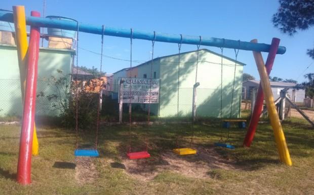 Foto de capa da notícia: Smou realiza revitalização na praça infantil nas Capivaras
